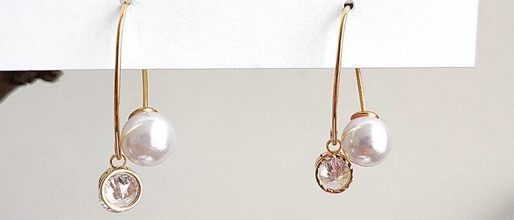 Elliptical Zircon Pearl Earring