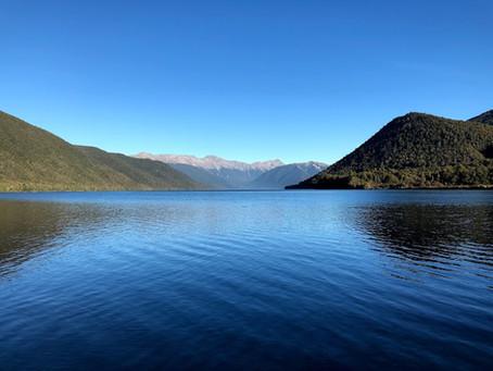 Zuidereiland van Nieuw Zeeland: Wainui Falls, DOC campings en glowwormen in Hokitika