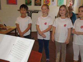 14.10.2017 Die Marienkäfer singen zur Ausstellungseröffnung im KUDL