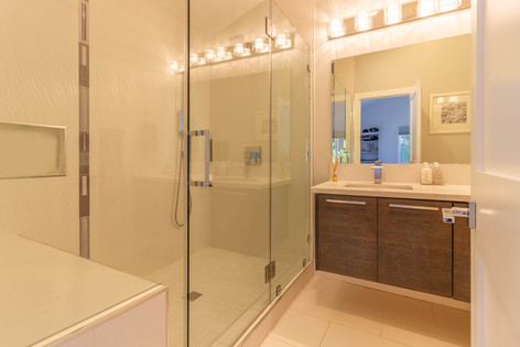 Bathroom 2 (C).jpg