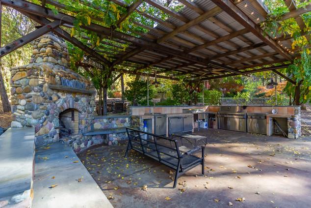 Outdoor Kitchen 2.jpg
