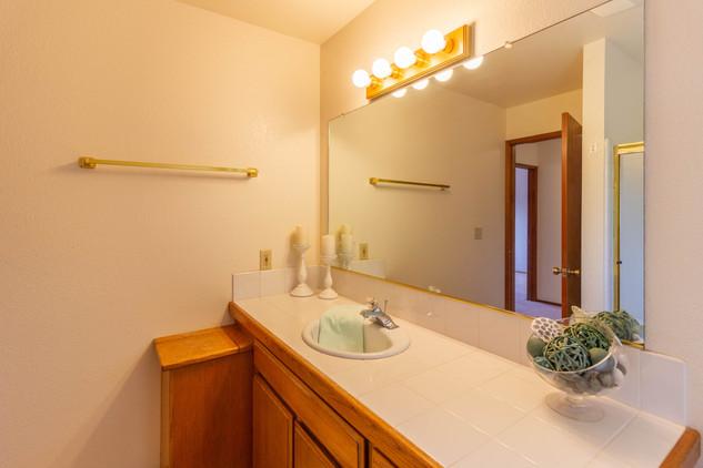 Guest Bath 1 (C).jpg