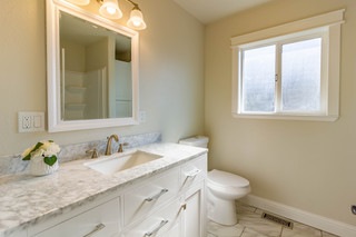 Guest Bathroom 1.jpg