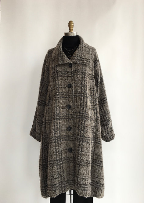 Bubble Overcoat with Large Collar