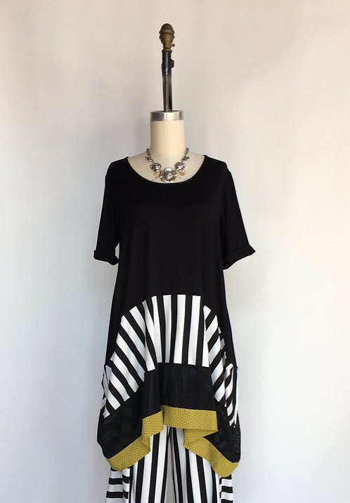 Short Sleeved Scoop Neck Tunic Tiered in Different Fabrics