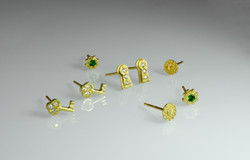 gold-stud-earring-collection