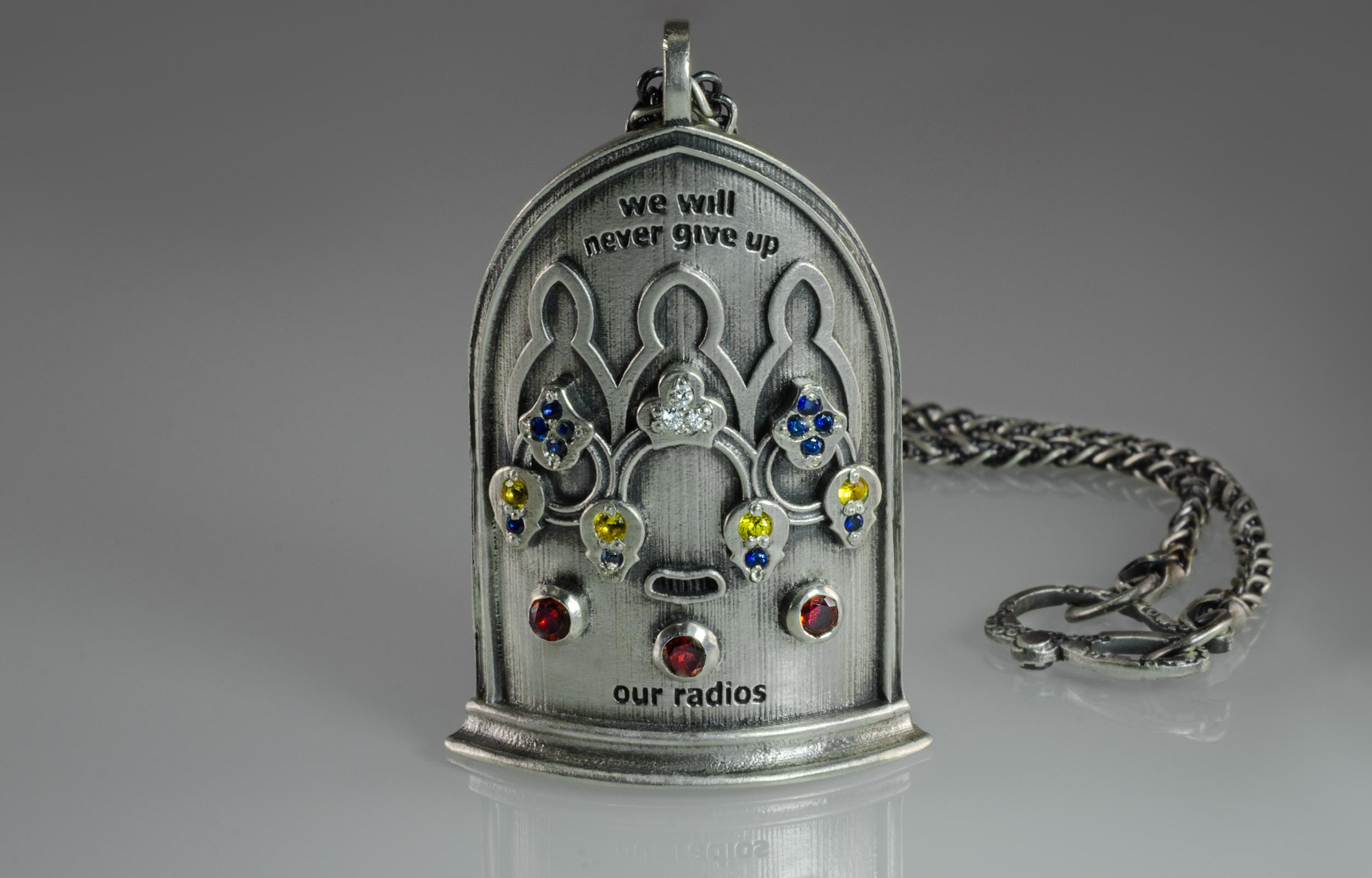 steampunk-radio-necklace