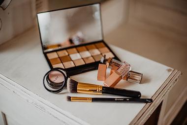 makeup-set-2253833.jpg