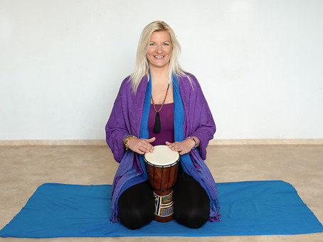 Vlaďka vede jógu pro zdravý životní styl