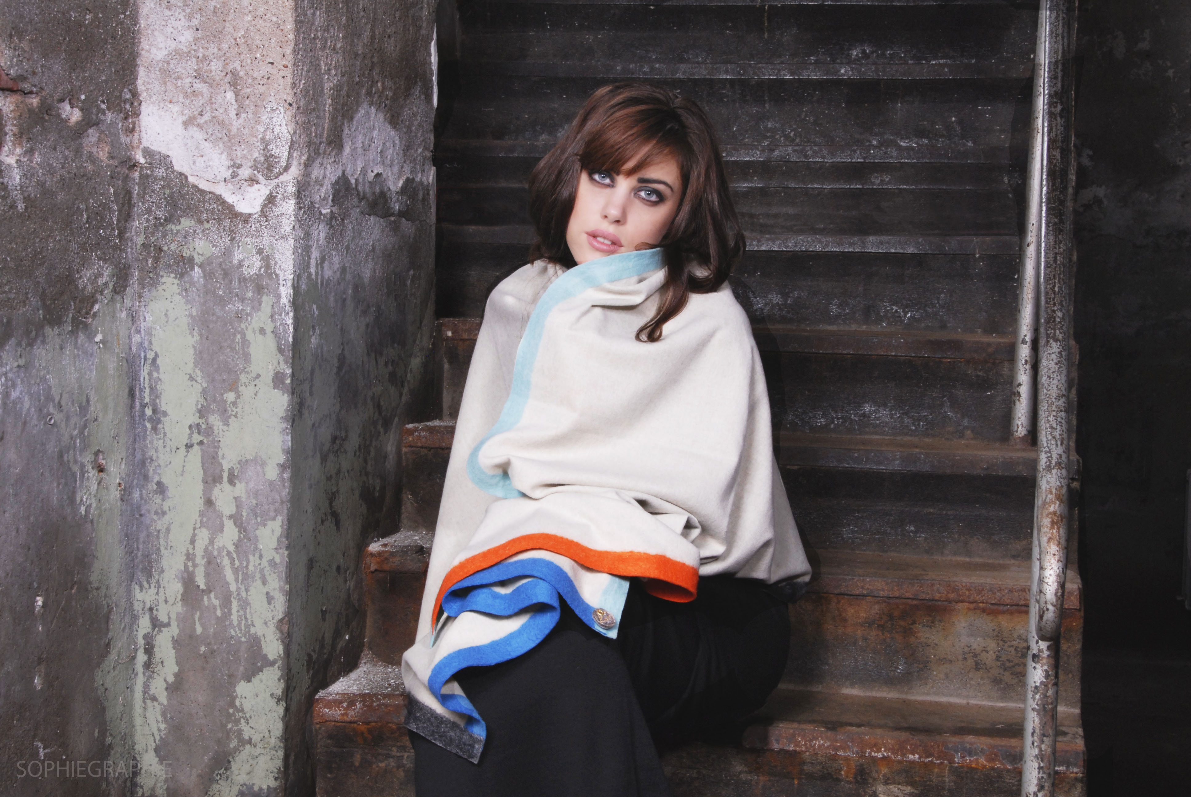 Kio shawls met model PSD (12).jpg