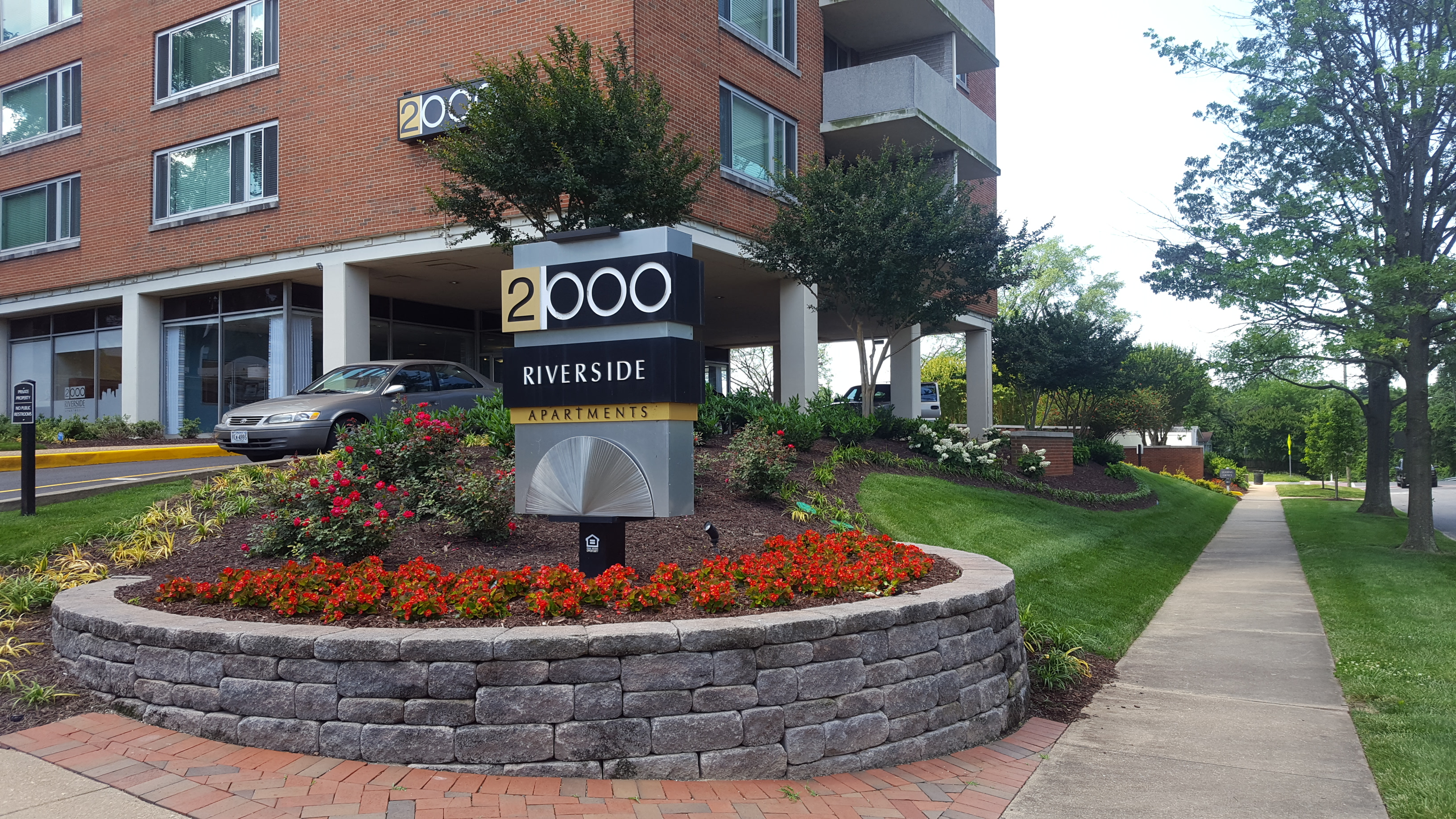 2000 Riverside