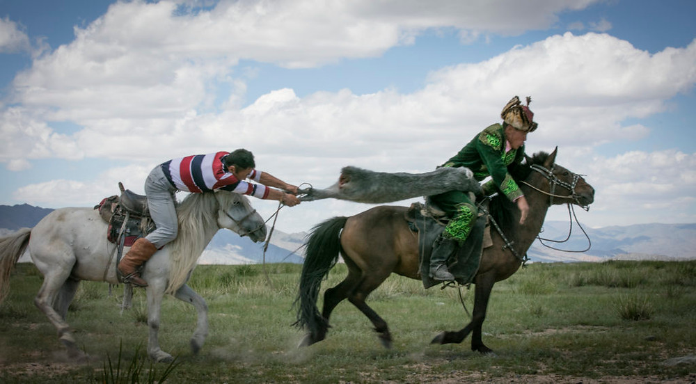 Man in traditional dress is winning the pull