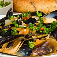 CLAMS AND MUSSELS SOUP