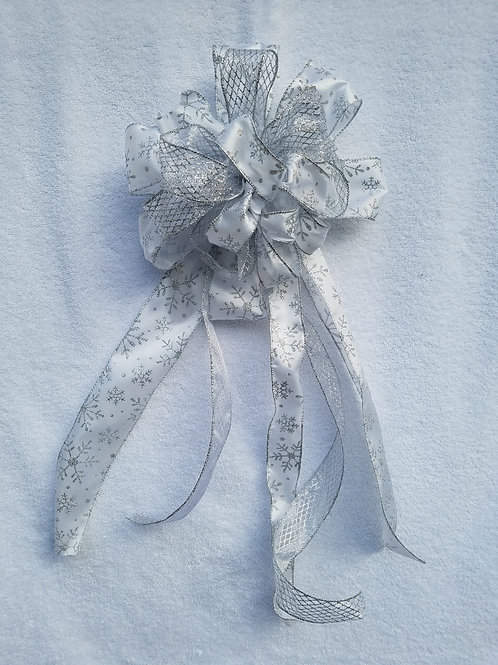 Deluxe White Bow and Decorations