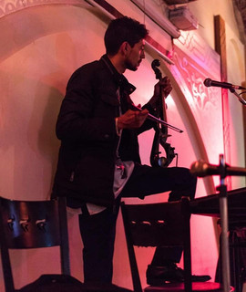 Hicham Billouch tocando chaabi marroquí