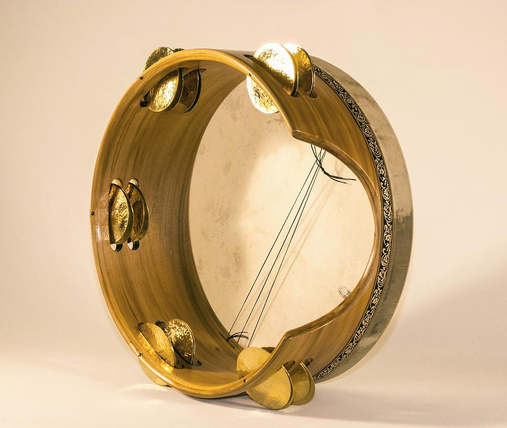 Mazhar instrumento de música árabe