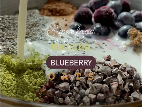 Quickie: Superfood Blueberry Matcha Oats