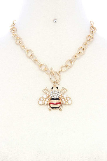 Chunky Metal Toggle Clasp Bee Pendant Necklace