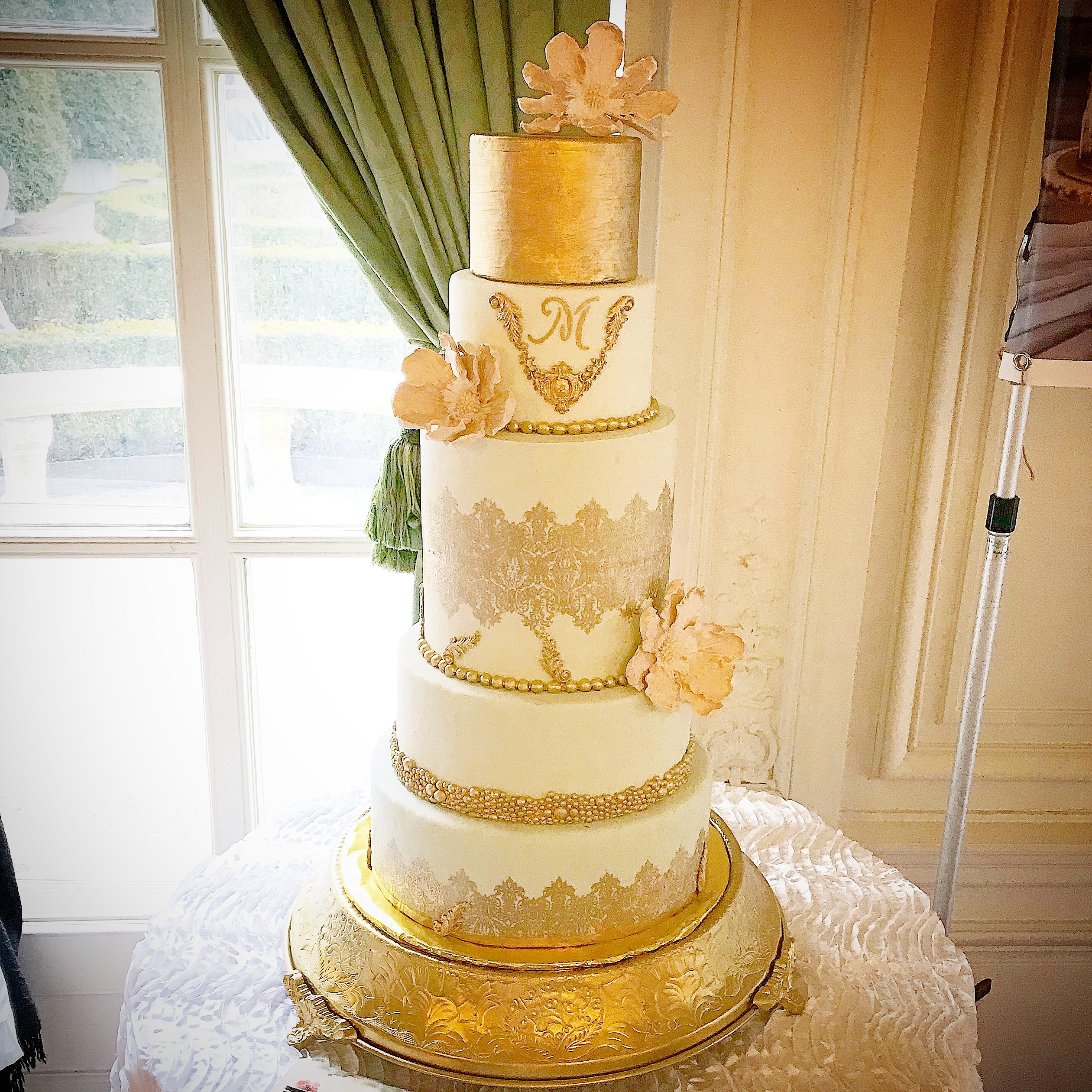 The Rosecliff Mansion Wedding Cake
