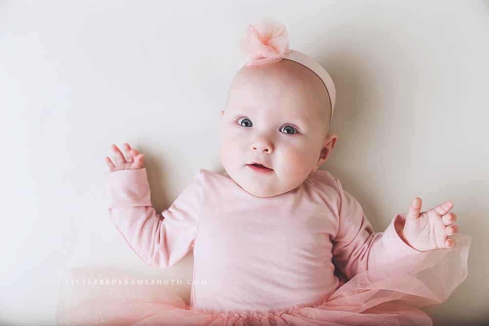 Puolivuotiskuvaus vauvakuvaus Lahti