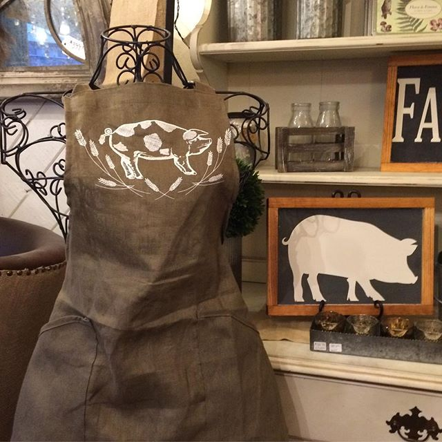 Love this pig apron!! Available at the store now!  #affairsoftheheart_ag #posiesinthevillage #farmho
