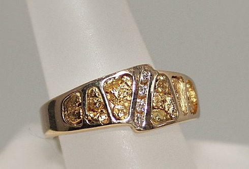 14KT Gold Nugget Ring With 4 Diamonds