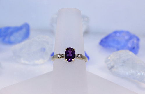 10 KT Gold Amethyst Ring with Diamond Accents