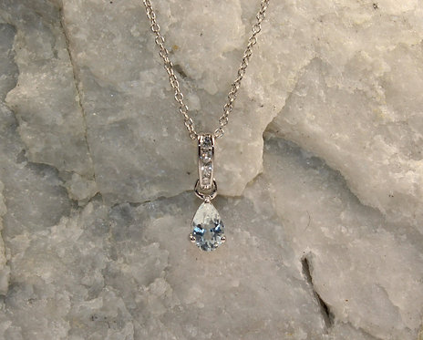 14 KT White Gold Aquamarine Pendant with Diamond Accents