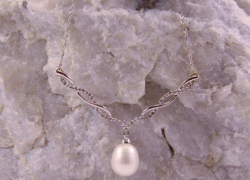 14 KT White Pearl Necklace with Diamond Accents