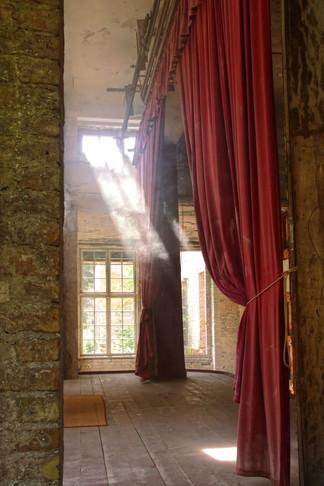 Blick hinter den Vorhang