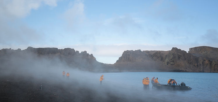 Anlandung auf Whaler's Bay, Deception Island, South Shetland Islands