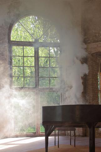 Klavier mit Rauch