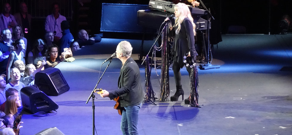 Lindsey Buckingham, Stevie Nicks, Fleetwood Mac, On with the Show, O2 Arena London