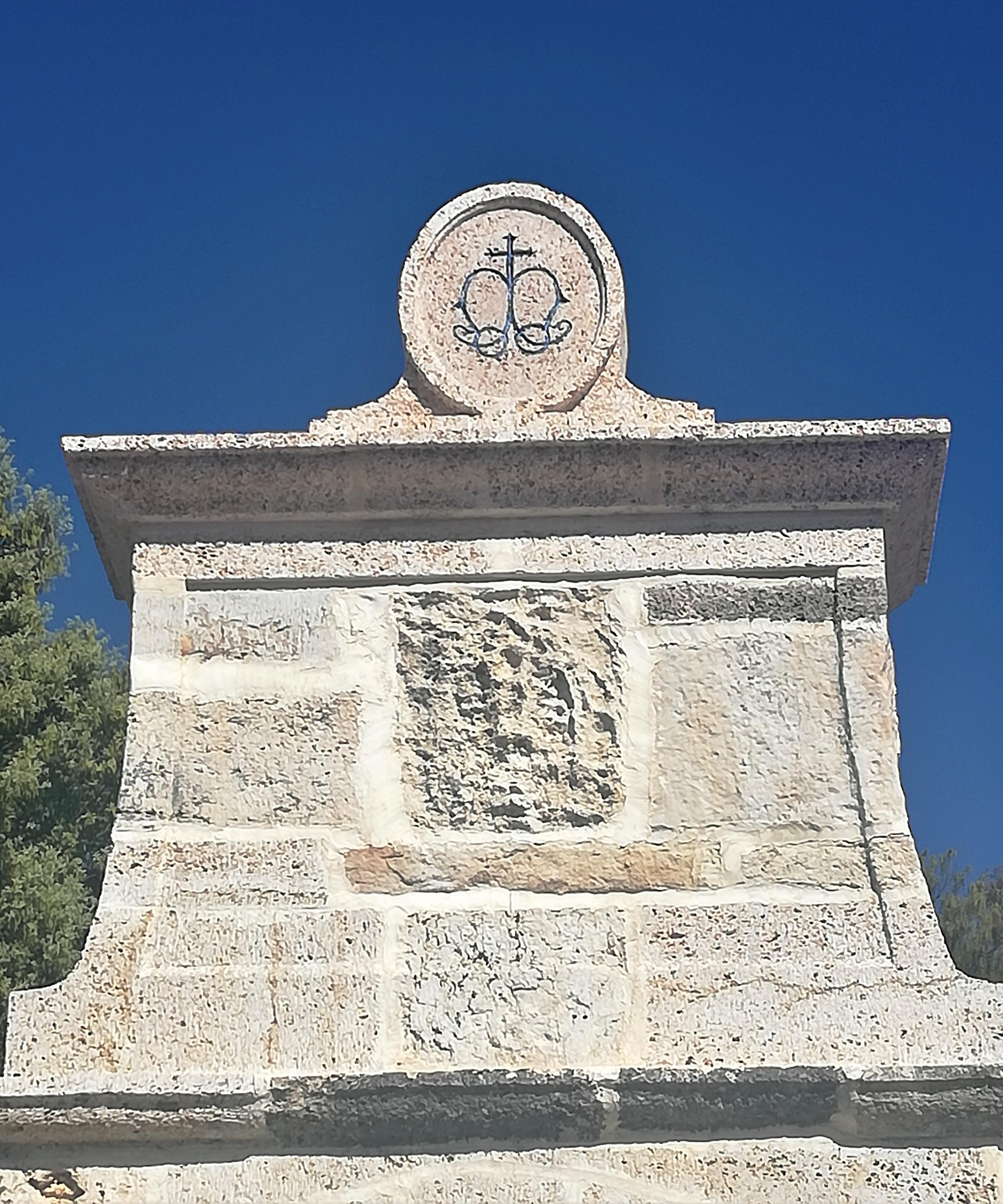 Fuente-talla-piedra-artesania-2- travert