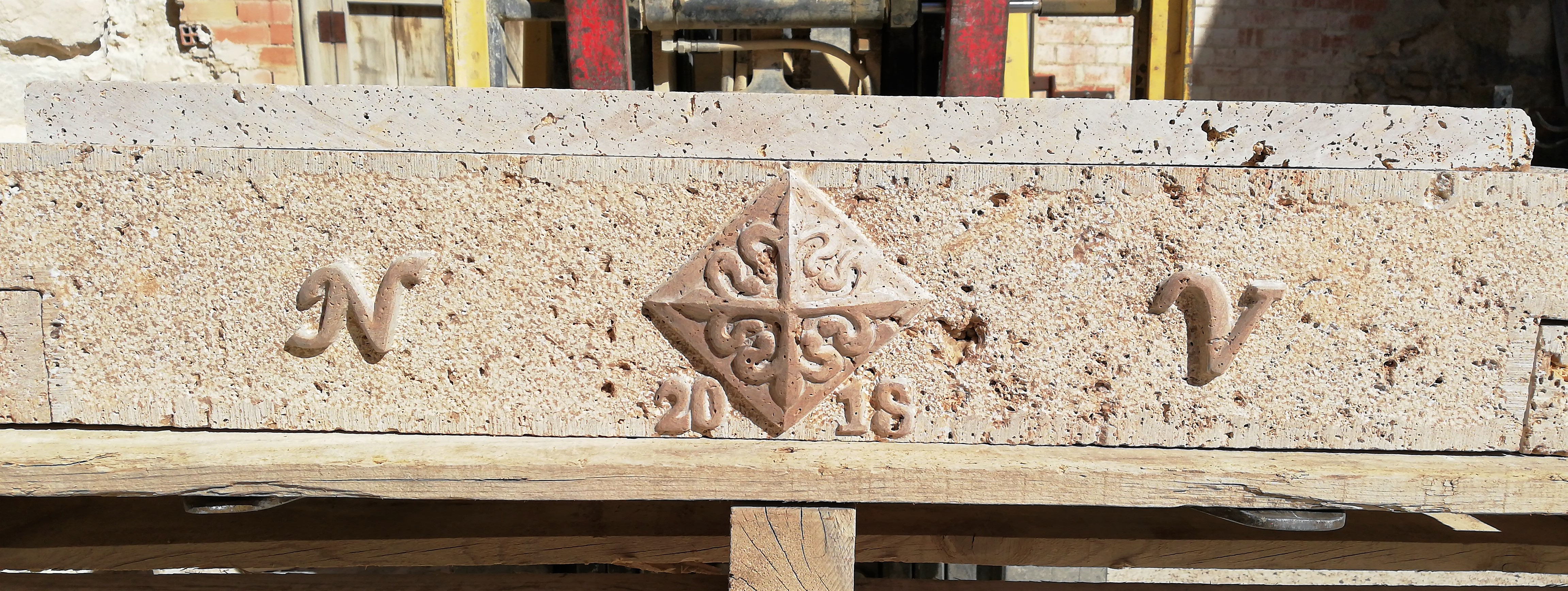 Chimenea alcantara-piedra-artesanía-tall