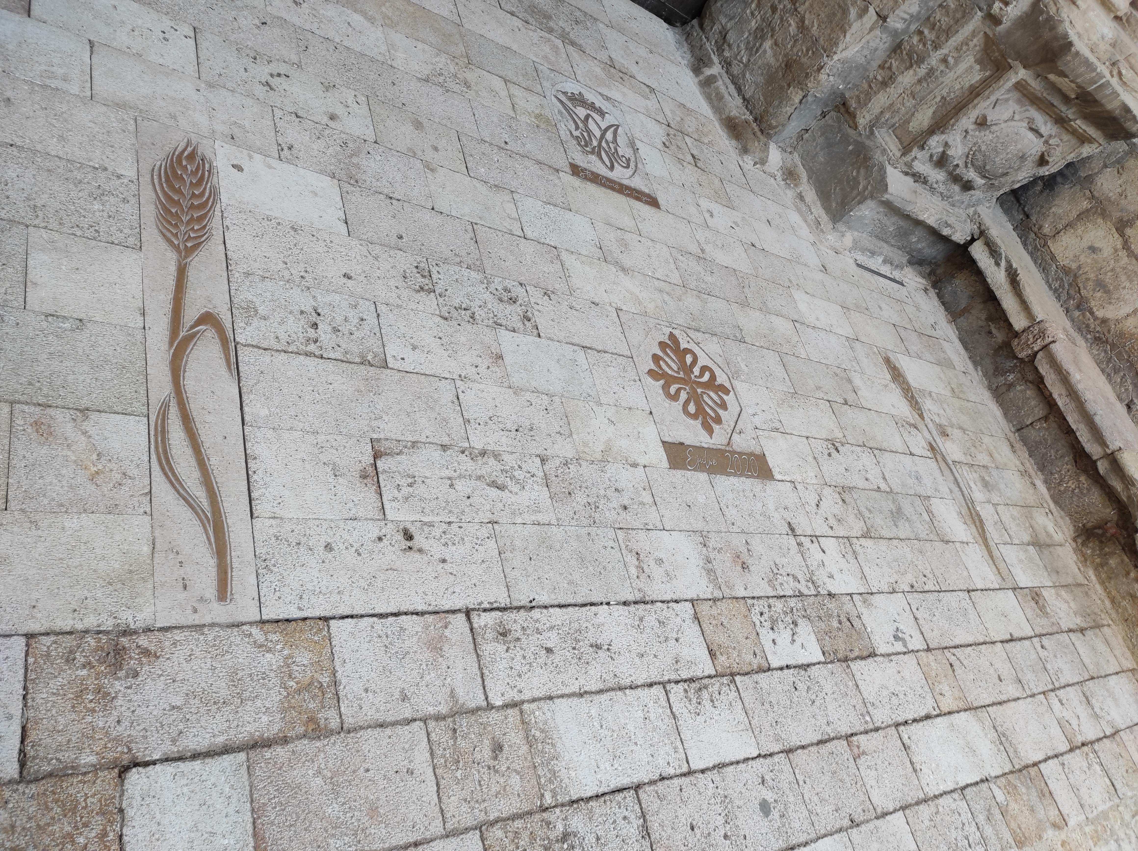 Pavimento iglesia Ejulve6-talla-piedra-a