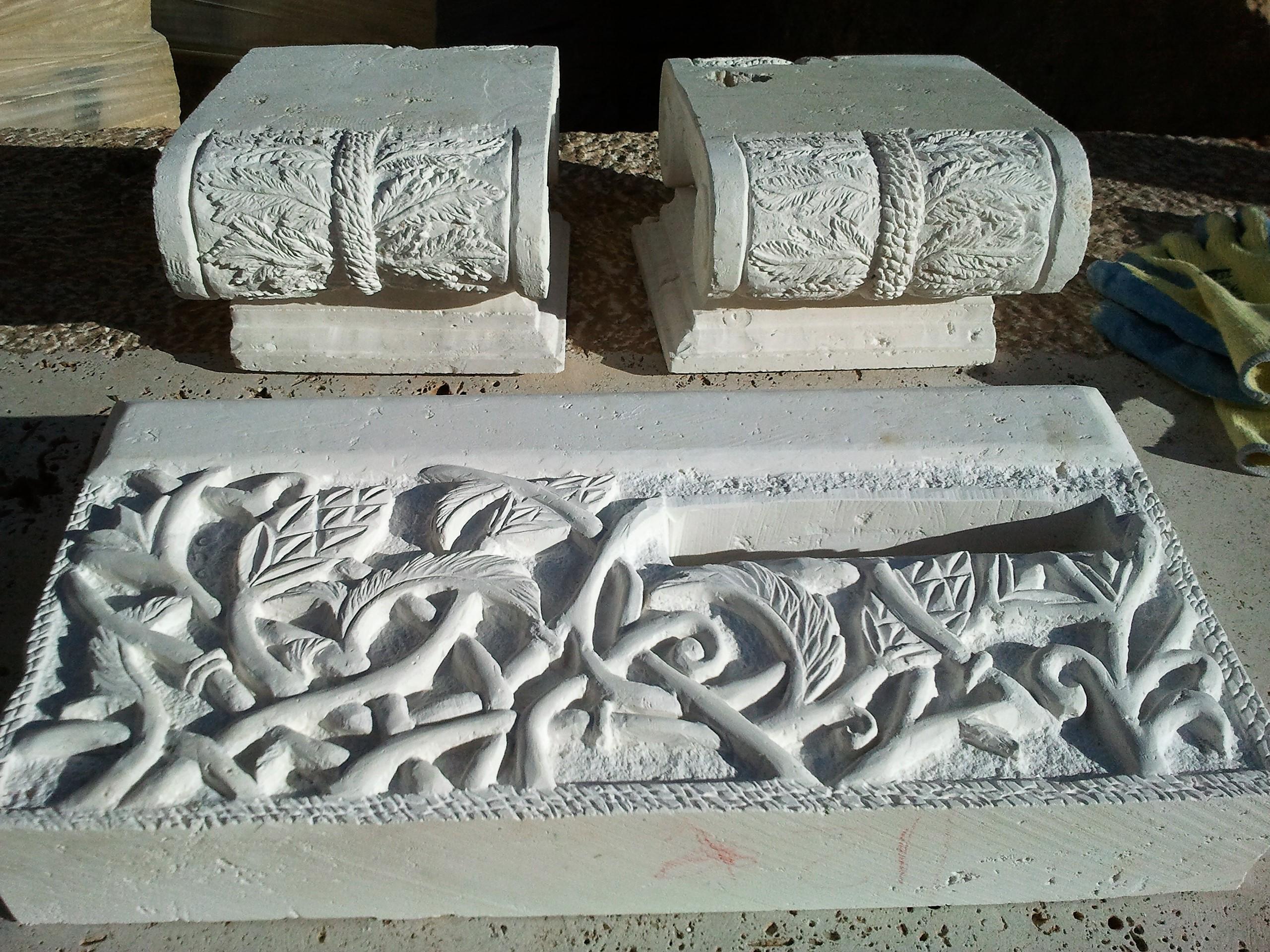 Buzón-capiteles-piedra-talla-artesania-