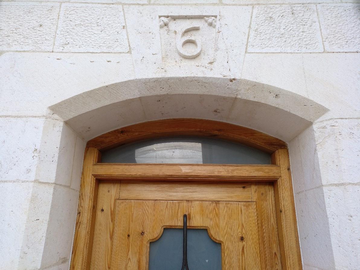 Clave número-piedra-artesanía-talla-pied