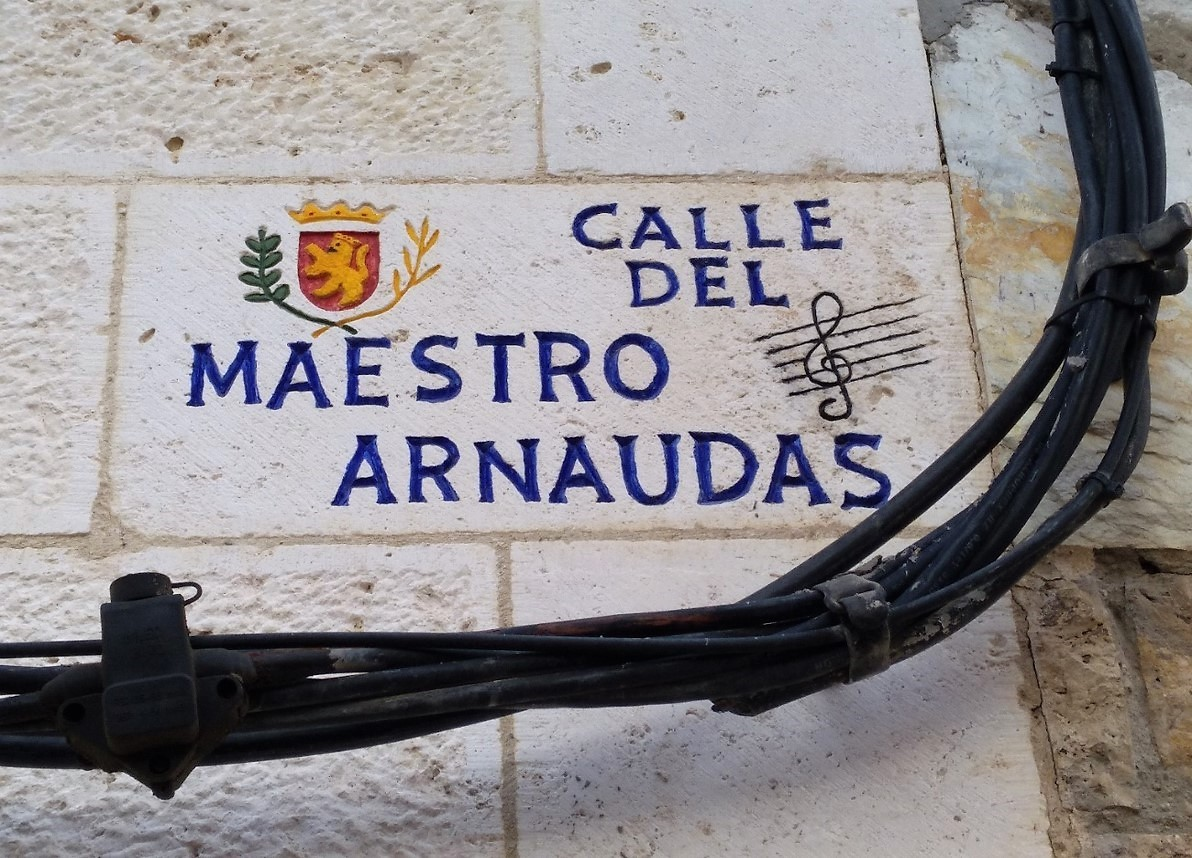 Calle- Maestro arnaudas-Zaragoza-piedra-