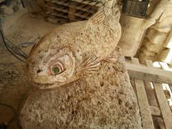 Trucha-cimenea-piedra-artesanía-talla2