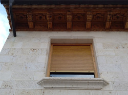 ventana-piedra-artesanía-talla- caliza b