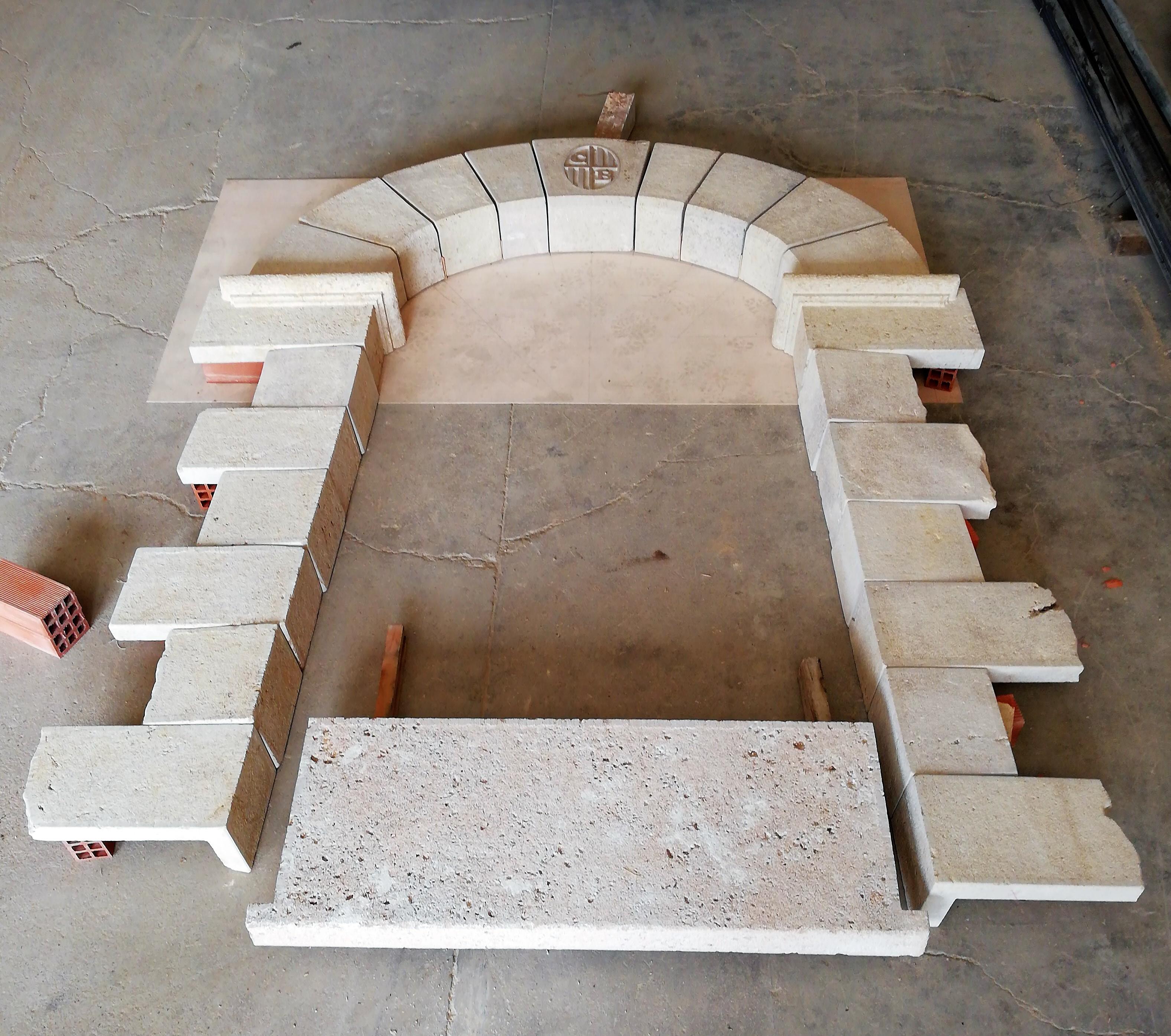 Puerta-piedra-artesanía-talla-travertino