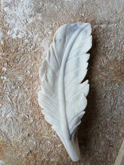 Pluma-piedra-artesanía-talla-alabastro