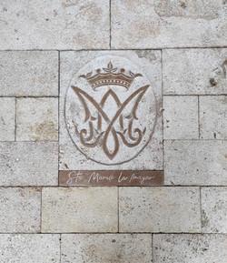 Pavimento iglesia Ejulve4-talla-piedra-a