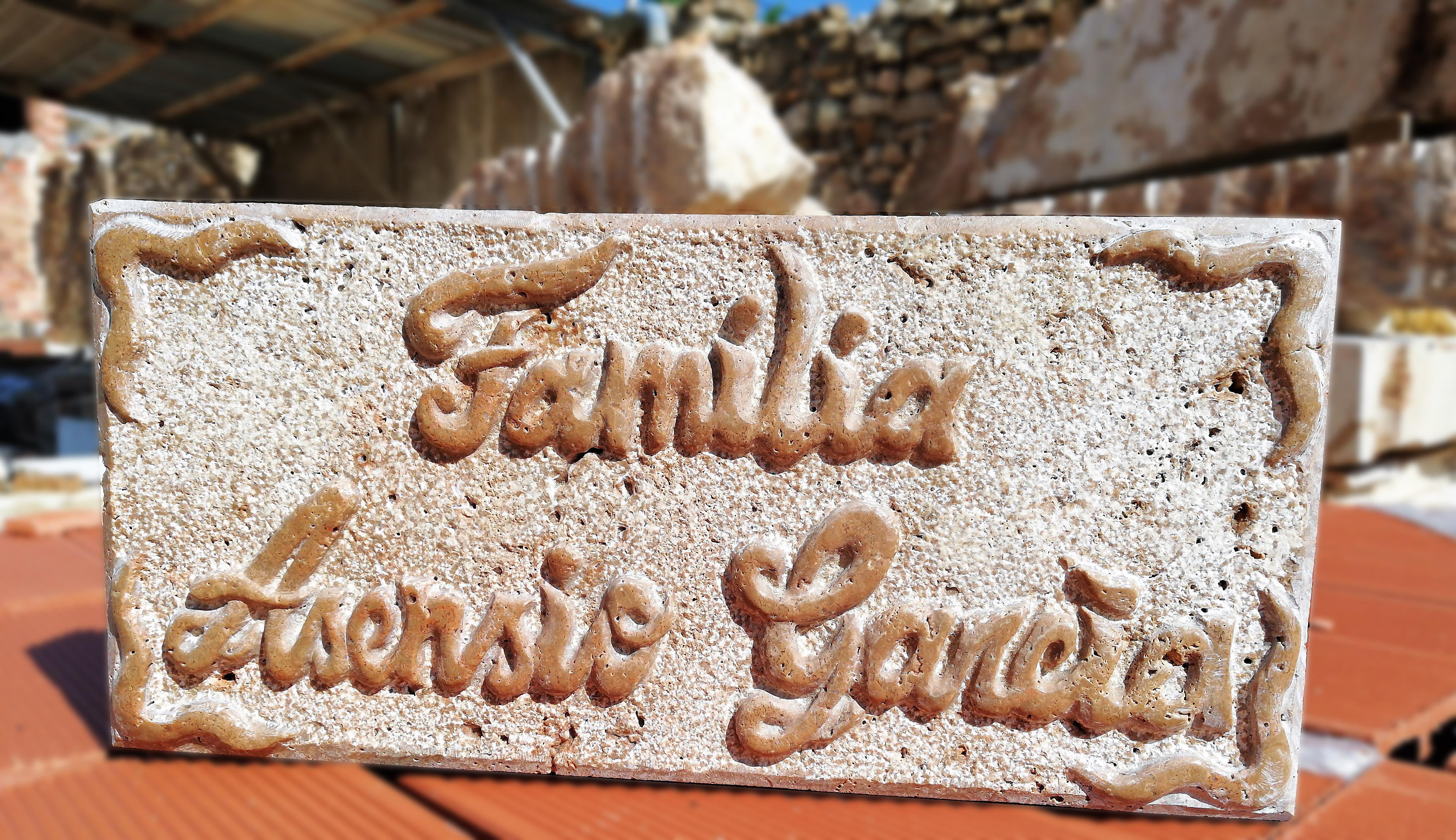 Placa- piedra-artesanía-talla- Familia-t