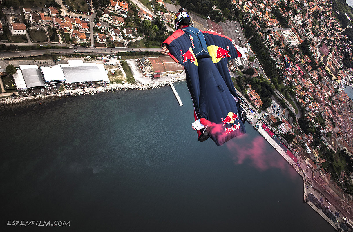 Wingsuit_basejump_rovinj_red_bull_airrace_skydiveteam_marco_waltenspiel_1_902bf4499f