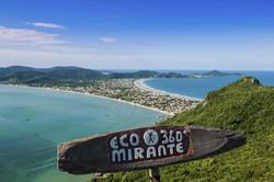 Mirante-Eco-360º-A-Esquerda-Praia-De-Zimbros-A-Direita-Canto-Grande-E-Mariscal-Bombinhas4479