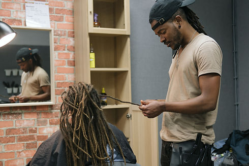 African master hairdresser  making dread