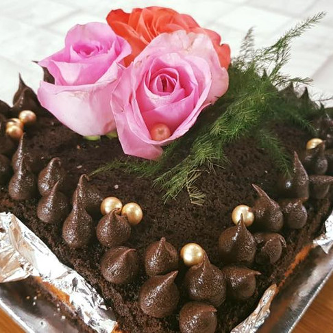 CHOCOLATE NUDE CAKE