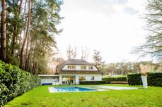 Uitzonderlijk ruime villa met zwembad te